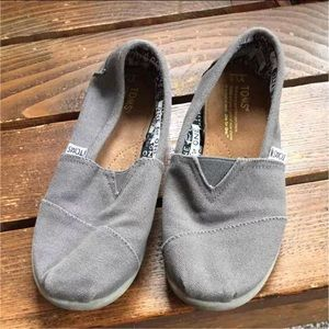 Lil girls size 1 1/2 gray TOMS
